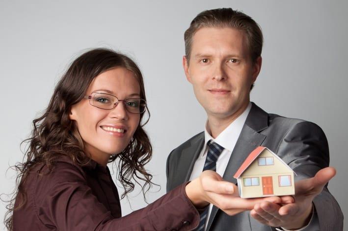 זוג מחזיק בית קטן